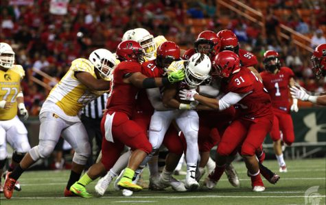 (Matthew Kawamoto | Trojan Times) Running Back Vavae Malepeai (12) rushed 16 times and ran a total of 92 yards. Despite this, Kahuku's defense was solid, shutting down any attempts at a touchdown. Kahuku toppled the defending OIA champions, 7-20.